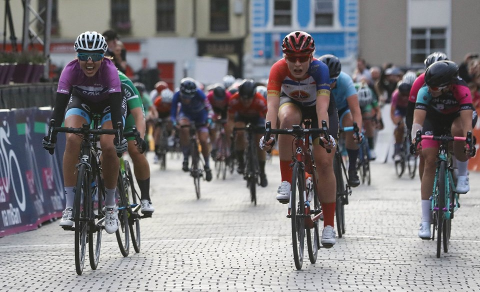 Amalie Lutro (Region Sør Norway) wins stage 5 (criterium) in front of the Kilkenny Castle crowd, Elynor Backstedt (Storey GB) and Lara Gillespie (Team IRL) close in 2nd and 3rd